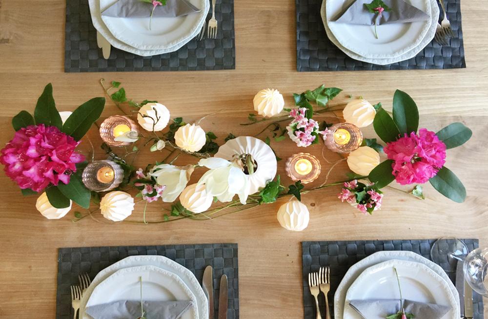 Eine Tischdeko In Pastelltonen Passt Auch Gut Auf Einen Holztisch