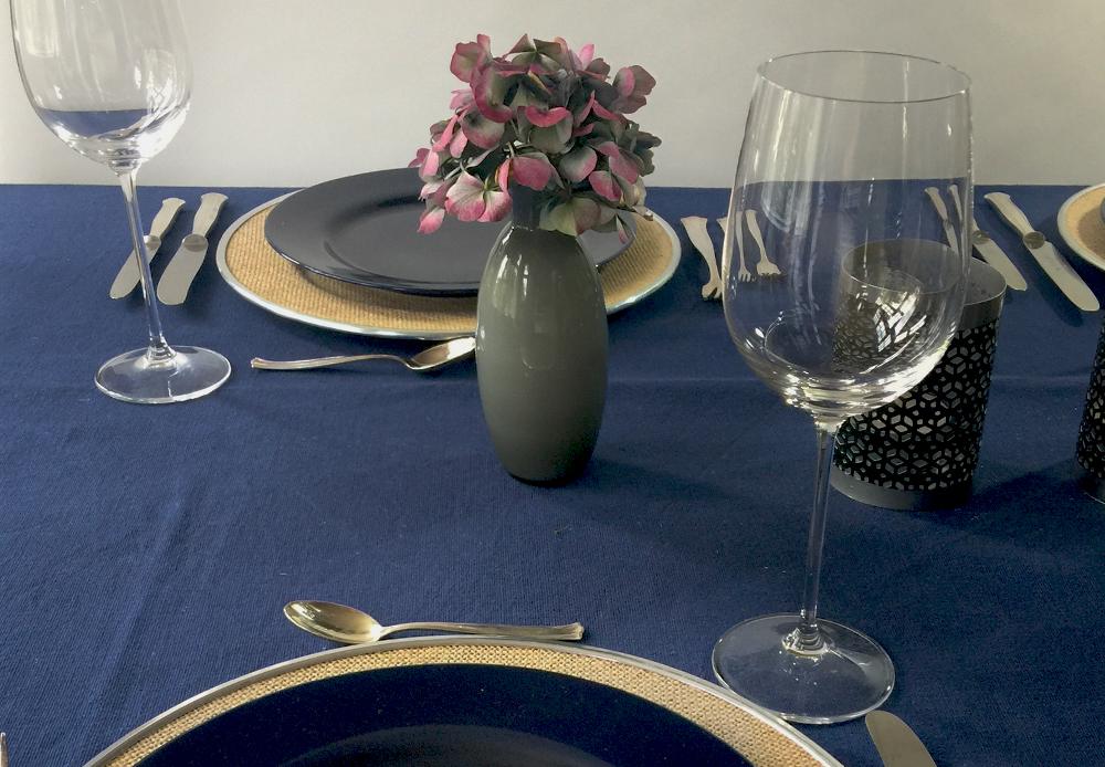 Eine Feine Tischdeko In Edlen Tonen Zum Beispiel Mit Blau