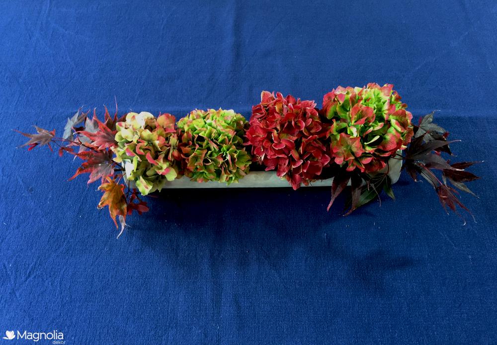 DIY Centerpiece Tischdeko im Herbst in dunkelblau mit Hortensien