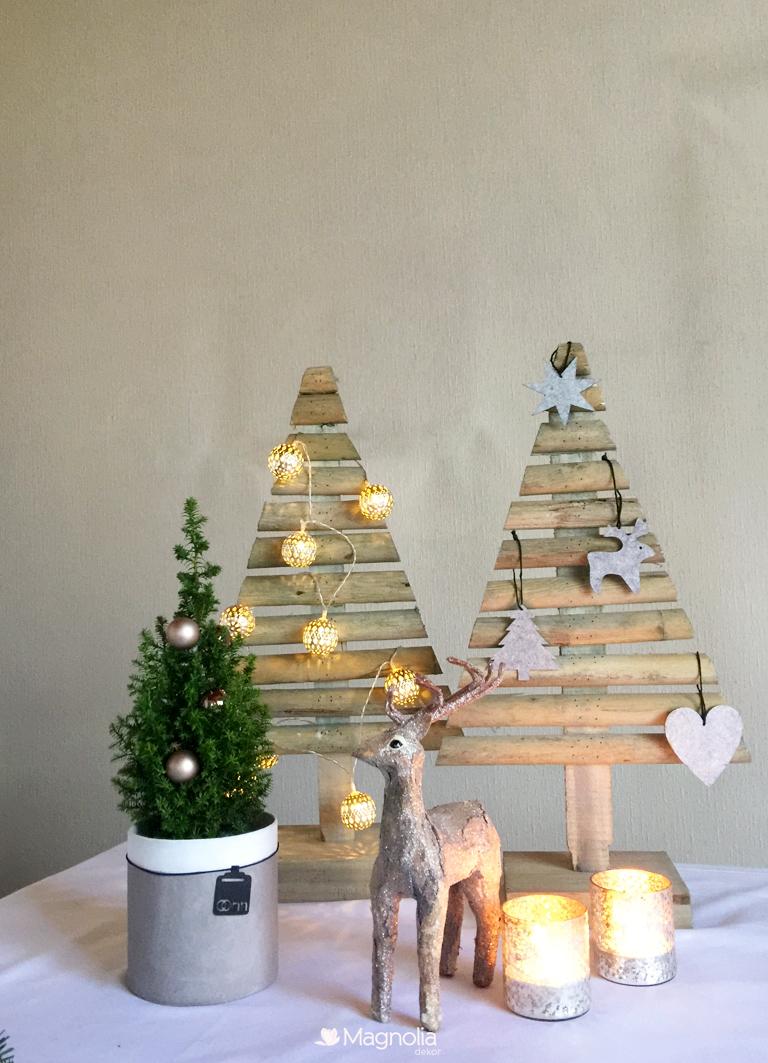Festliche Weihnachtstafel in Gold und Weiß Adventszeit Tischdeko