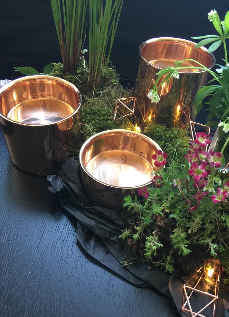 Massive Kupfertöpfe, die auch als Kerzenhalter verwendet werden können