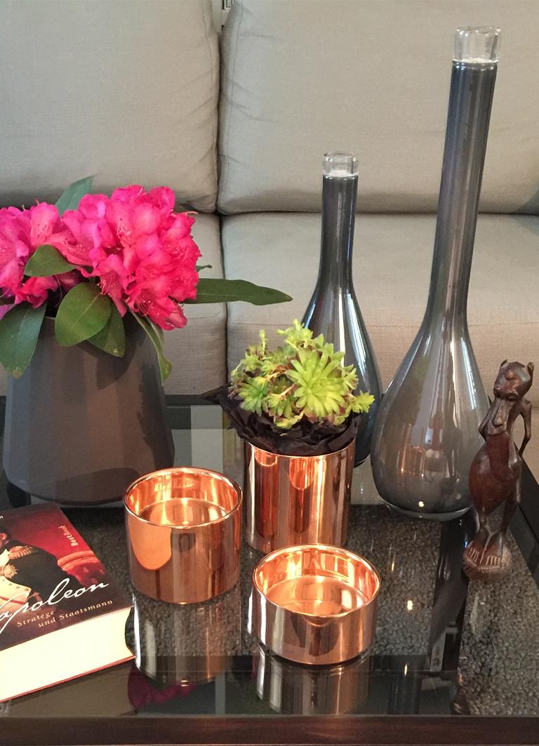 Sofatische Deko Vasen grau Kerzenständer schwarz Gold