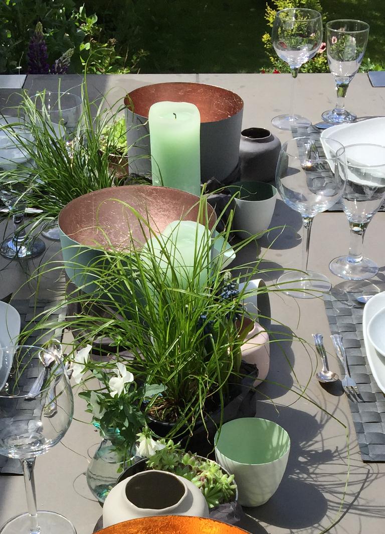 Windlichter in Groß und Klein für den Gartentisch